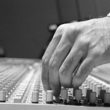 Audio Engineering Jandro Cisneros Hand